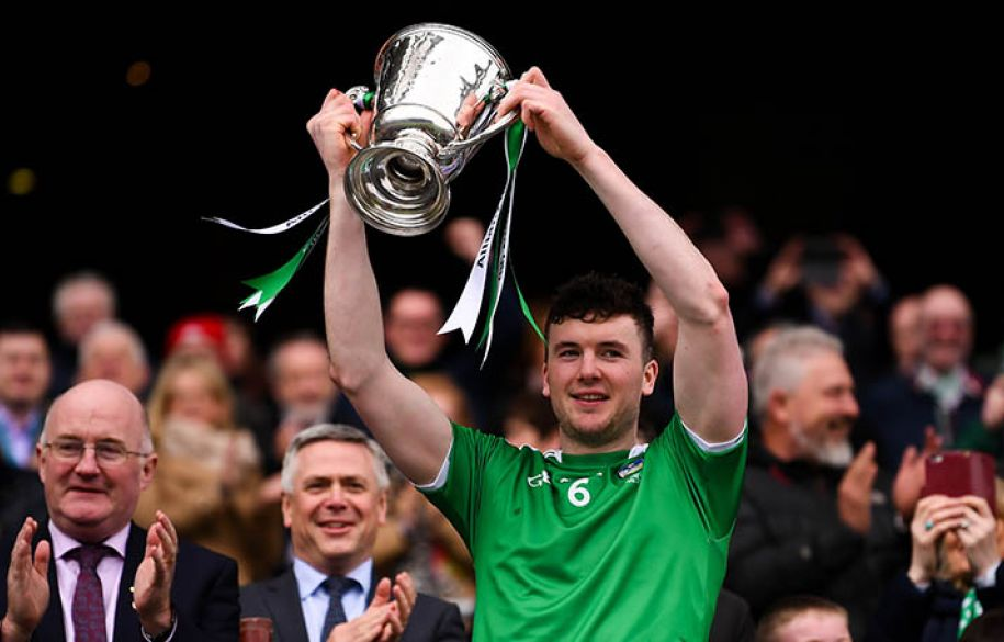 Declan Hannon of Limerick lifting the cup following the Allianz Hurling League Division 1 Final match between Limerick and Waterford at Croke Park in Dublin. Photo by Stephen McCarthy/Sportsfile