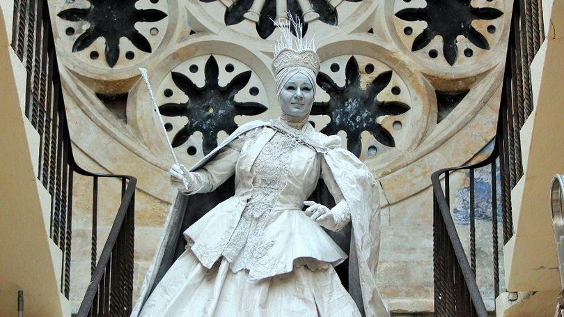 SNOW QUEEN - living statue