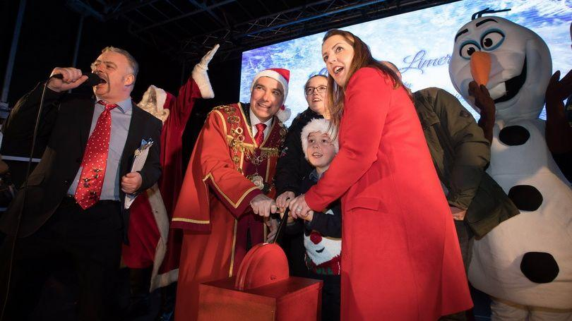 2018 Light up Limerick - Mayor of Limerick City and County, Cllr James Collins and Vicky Phelan
