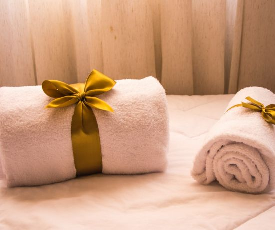 bath-towels-bed-close-up-1304110 Photo by Rodolpho Zanardo from Pexels