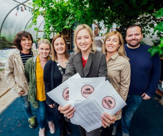 Trin O'Brien and BJ Broderick of Wellnice Pops, Cllr Bridie Collins, deputy mayor, Cllr Olivia O Sullivan, Patricia Roberts of No1 Pery Square and David Fitzgerald of Limerick Milk Market pictured at the 'Feed on the Farm' launch of the Pigtown Culture & Food Series festival 2019 in Crokers Farm, Ballyneety, Co Limerick. Pic. Brian Arthur